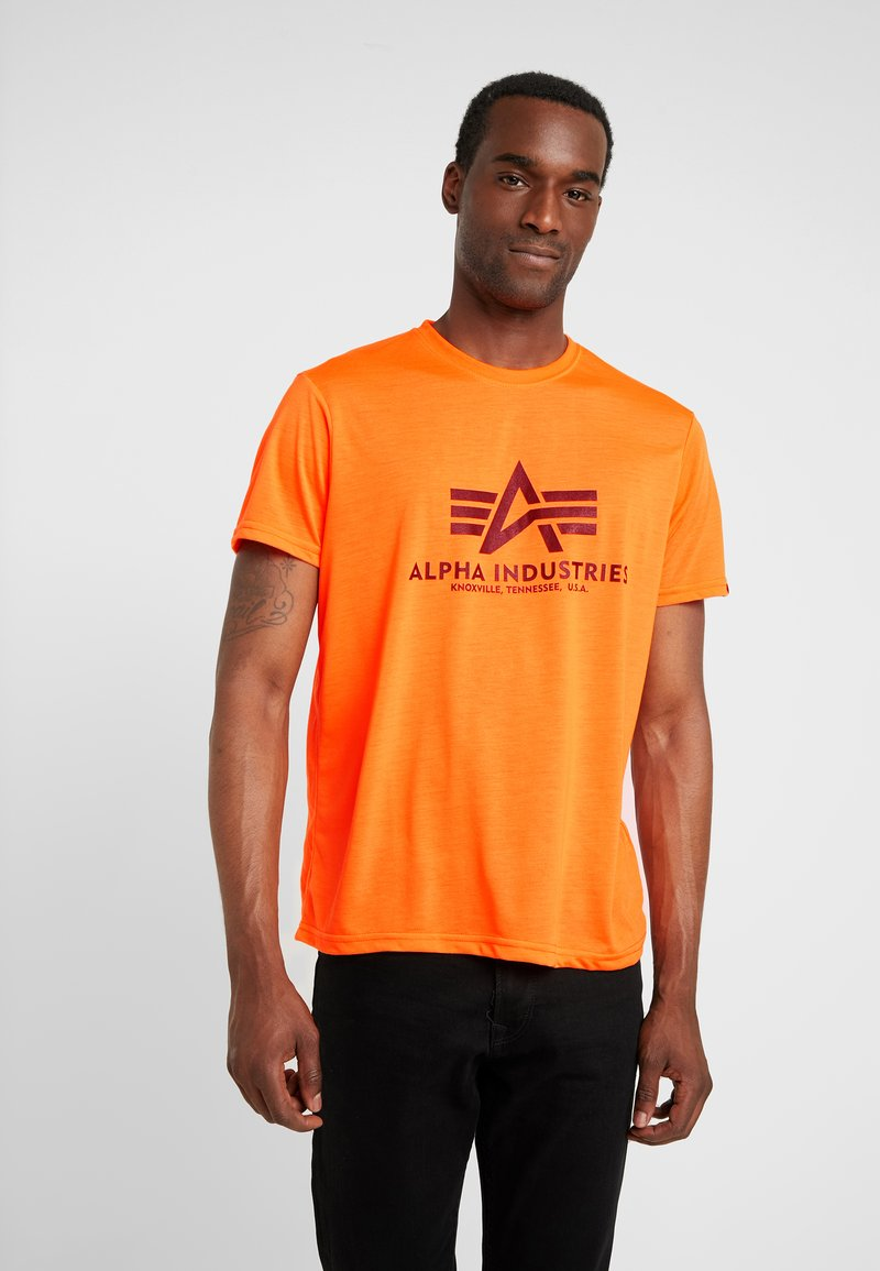 Alpha Industries - BASIC - T-shirt z nadrukiem - neon orange