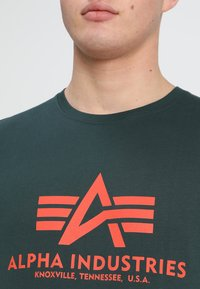 Alpha Industries - BASIC - T-shirt imprimé - petrol - 4