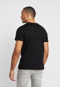 Alpha Industries - BASIC - T-shirt med print - black copper - 2