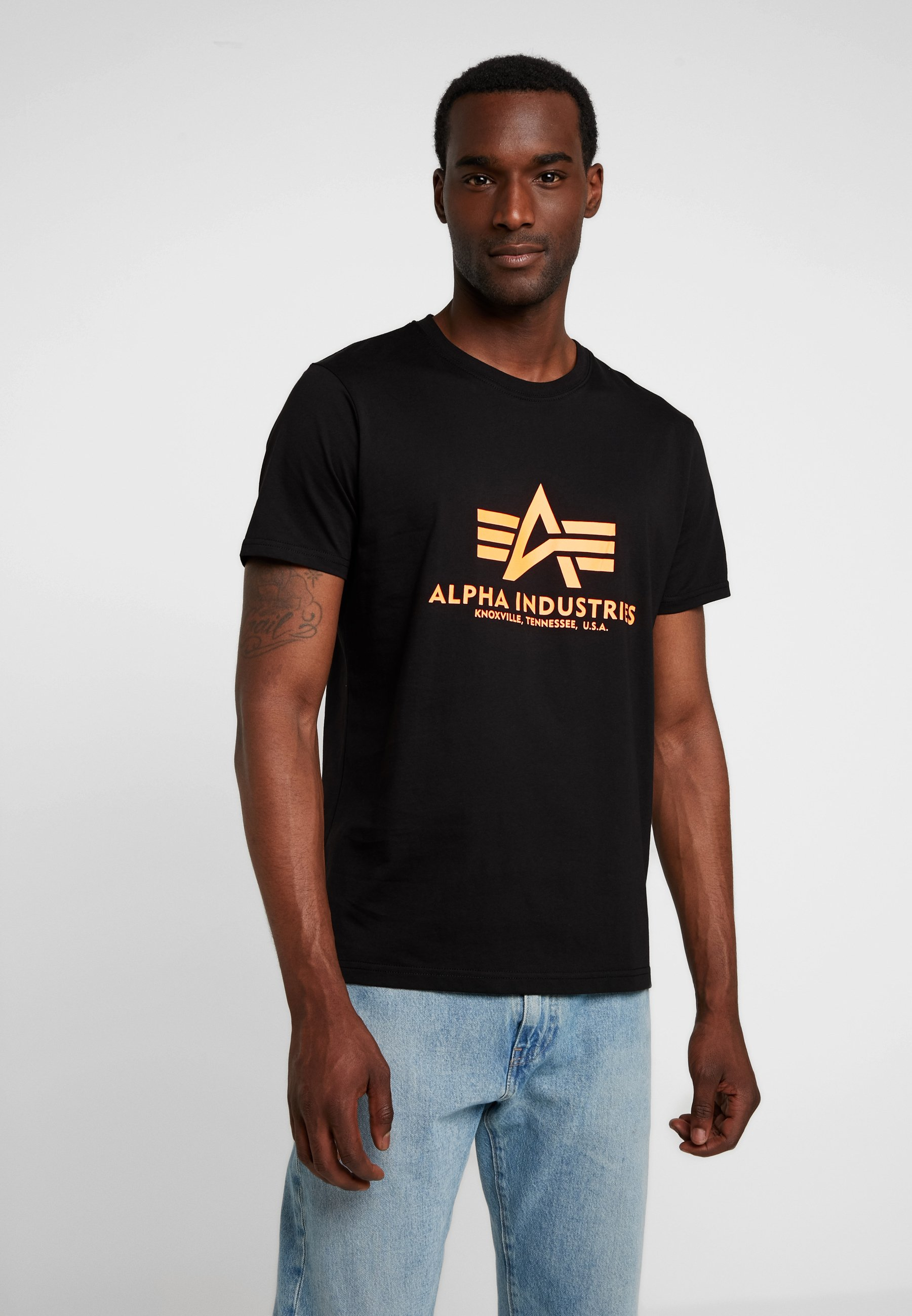 Alpha Industries BASIC - T-shirt z nadrukiem - black /neon orange
