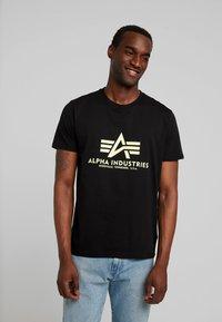 Alpha Industries - BASIC - Camiseta estampada - black - 0