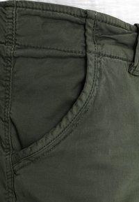 Alpha Industries - CREW PATCH  - Shorts - dark oliv - 3