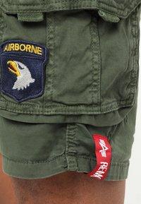 Alpha Industries - CREW PATCH  - Shorts - dark oliv - 6