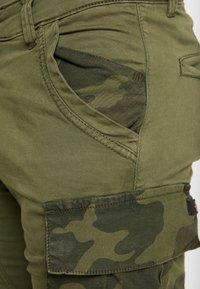 Alpha Industries - Shorts - dark olive - 3