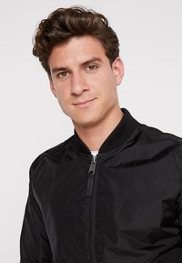 Alpha Industries - Bomber Jacket - black - 3