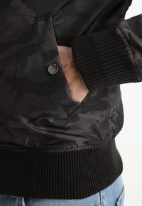 Alpha Industries - MA1 TT - Bomberjacks - black camo