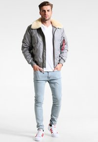 Alpha Industries - INJECTOR III - Bomberjacks - silver - 1
