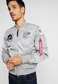 Alpha Industries - NASA - Giubbotto Bomber - silver - 6