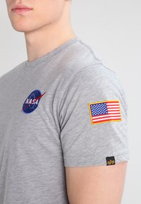 Alpha Industries - 176507 - T-shirt imprimé - grey heather - 3