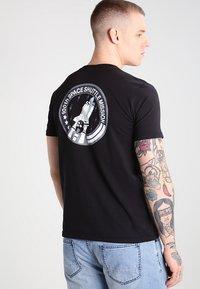 Alpha Industries - SPACE SHUTTLE - T-shirt print - black - 2