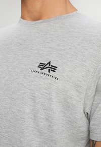 Alpha Industries - T-shirt basique - grey heather - 4