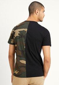 Alpha Industries - T-shirt print - woodland - 2