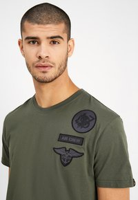 Alpha Industries - AIR CREW - T-shirts print - dark oliv - 3