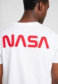 Alpha Industries - T-shirt imprimé - white - 6