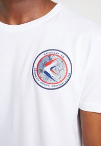 Alpha Industries - T-shirt imprimé - white - 3