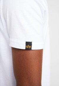 Alpha Industries - T-shirt imprimé - white - 4