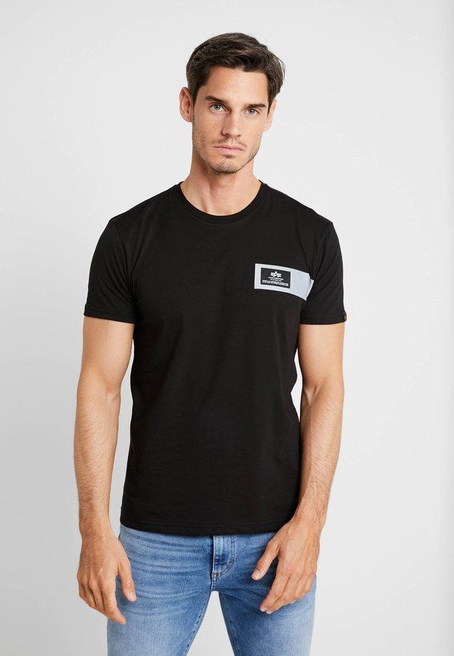 REFLECTIVE STRIPES  - T-shirt z nadrukiem - black