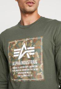 Alpha Industries - CAMO BLOCK  - Långärmad tröja - dark olive - 4