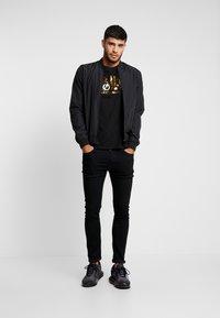 Alpha Industries - ANNIVERSARY CAPSULE - T-shirt print - black - 1