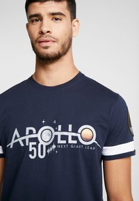 Alpha Industries - REFLECTIVE ANNIVERSARY CAPSULE - T-shirt print - rep blue - 3