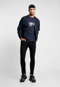 Alpha Industries - REFLECTIVE ANNIVERSARY CAPSULE - T-shirt print - rep blue - 1