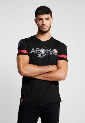 REFLECTIVE ANNIVERSARY CAPSULE - Camiseta estampada - black