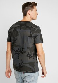 Alpha Industries - T-shirts med print - black - 2
