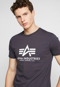 Alpha Industries - T-shirts print - iron grey - 4