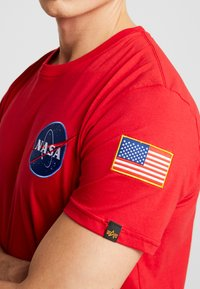 Alpha Industries - T-shirt con stampa - speed red - 4