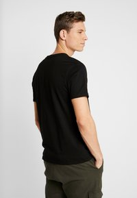 Alpha Industries - T-shirt con stampa - black - 2