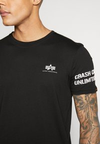 Alpha Industries - Camiseta estampada - black - 5