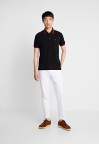 Alpha Industries - TWIN STRIPE NEW - Polo - black/red - 1