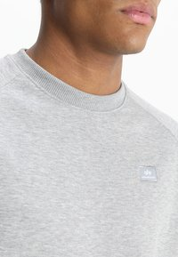 Alpha Industries - Sweatshirt - grey heather - 3