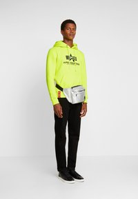 Alpha Industries - Luvtröja - neon yellow - 1