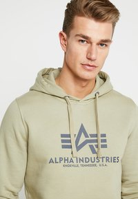 Alpha Industries - Luvtröja - light olive - 4