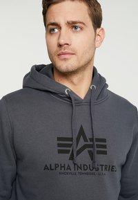 Alpha Industries - Sweat à capuche - grey black/black - 3