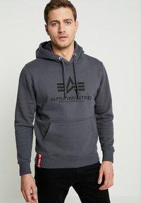 Alpha Industries - Sweat à capuche - grey black/black - 0