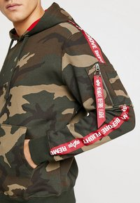 Alpha Industries - TAPE HOODY EXCLUSIV - Hoodie - woodland camo - 5