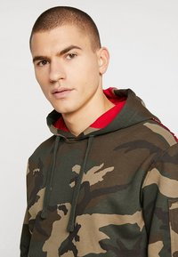 Alpha Industries - TAPE HOODY EXCLUSIV - Hoodie - woodland camo - 3