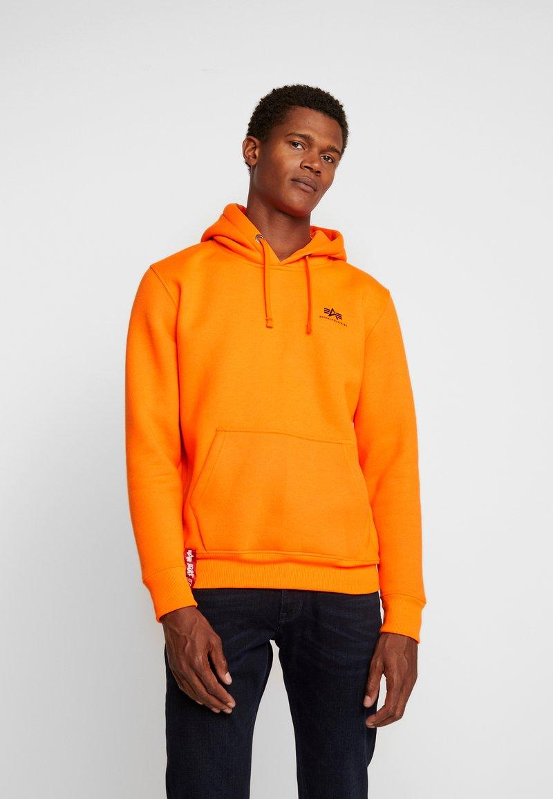 Alpha Industries - BASIC HOODY SMALL LOGO - Hoodie - neon orange