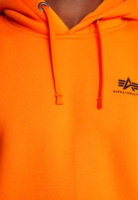 Alpha Industries - BASIC HOODY SMALL LOGO - Sweat à capuche - neon orange - 5