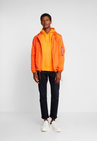 Alpha Industries - BASIC HOODY SMALL LOGO - Sweat à capuche - neon orange - 1