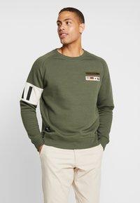 Alpha Industries - Sweatshirt - dark olive - 0