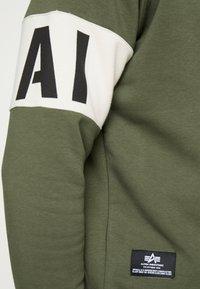 Alpha Industries - Sweatshirt - dark olive - 5