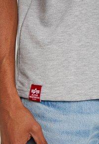 Alpha Industries - Camiseta estampada - grey heather - 4
