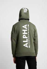 Alpha Industries - Sweat à capuche - dark olive - 2