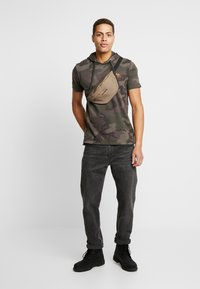 Alpha Industries - Camiseta estampada - dark olive - 1