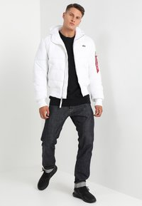 Alpha Industries - HOODED PUFFER - Giacca invernale - white - 1