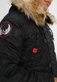 Alpha Industries - AIRBORNE - Cappotto invernale - black - 5