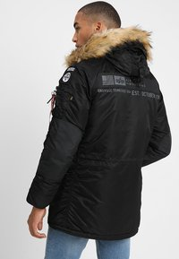 Alpha Industries - AIRBORNE - Cappotto invernale - black - 2